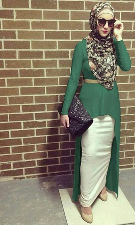 Long tunic & a long pencil skirt. I love it. Sophisticated! The purse a no no.