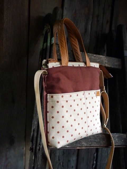 Három féle módon hordható barna pöttyös táska,  nagy zsebekkel (pannika) - Meska.hu