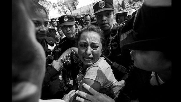 """Enfrentamiento entre la policía y grupo ambientalista """"La Puya"""" en Guatemala. Foto de Saul Martínez"""