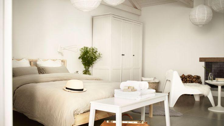 TARVA Bettgestell in Kiefer, HEMNES Kleiderschrank weiß gebeizt, IKEA