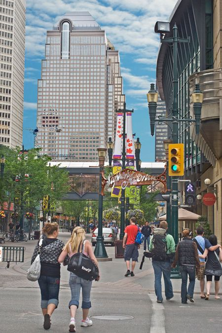 The Stephen Avenue Walk is a bustling hub in Calgary's downtown core. Food, fun, shopping and much more.