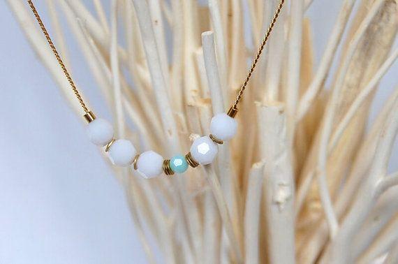 Collar blanco y elegante de cristal por CuentaseHistorias en Etsy