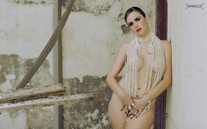 Veja as melhores de fotos da loira Ana Paula Renault do BBB 16 seminua no ensaio paparazzo.