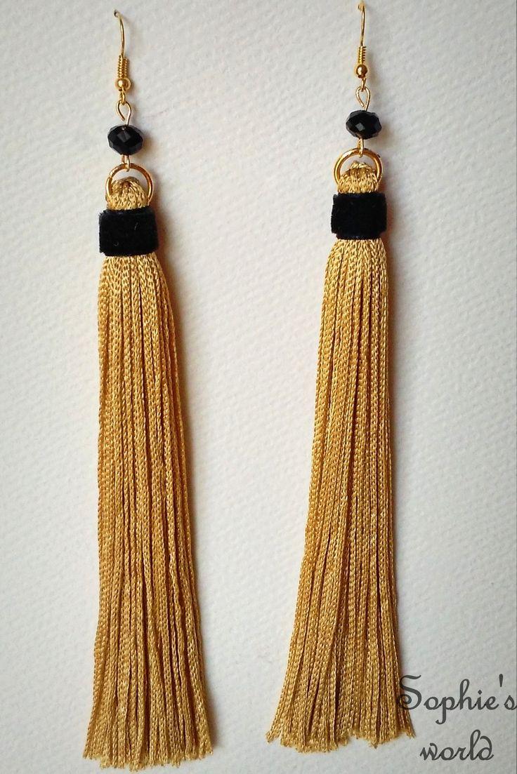 Μακριά σκουλαρίκια με φουντίτσες σε χρυσό χρώμα, βελούδινη μαύρη λεπτομέρεια και μαύρα κρυσταλάκια tassel earrings https://www.facebook.com/Sophies-world-712091558842001/