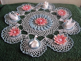 Doily with swans & flowers!  I must make this!