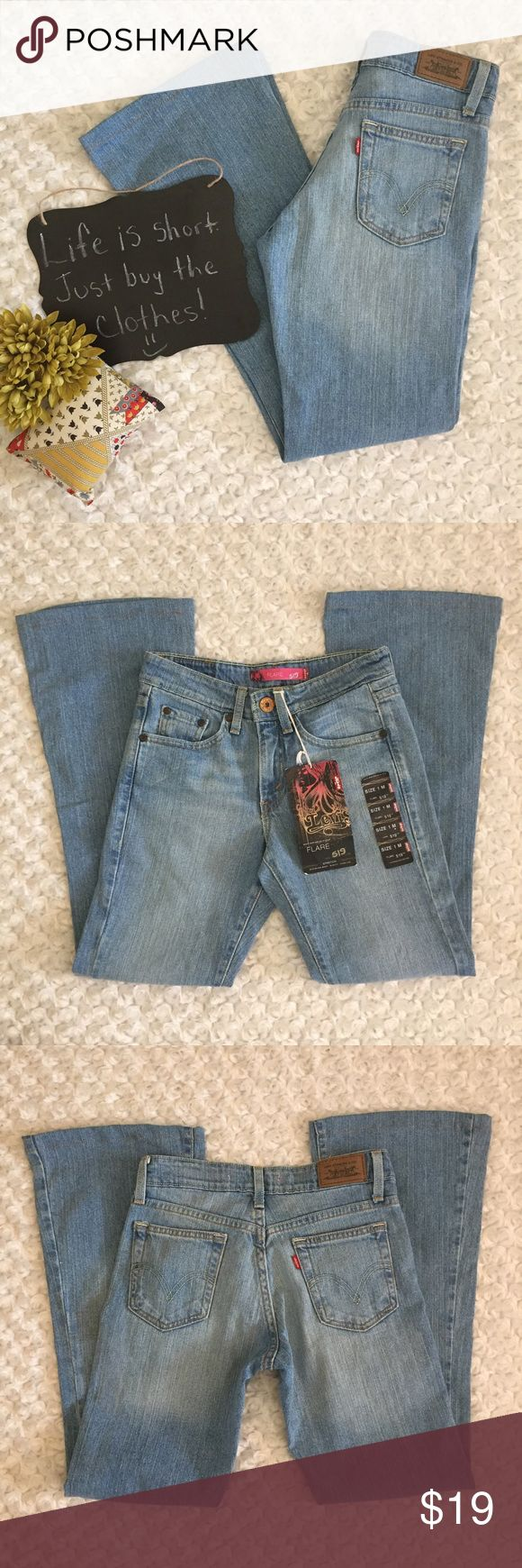 "Levi's 519 juniors jeans Light wash Levi's juniors size 1 M jeans. 29"" inseam. These are NWT. Levi's Jeans Boot Cut"