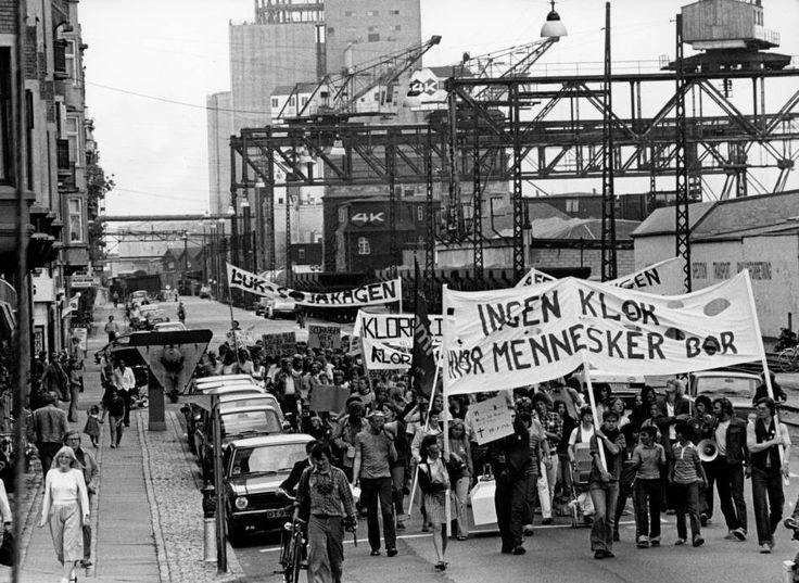 Dansk Sojakagefabrik, også kendt under navnet Sojakagen, en del af Ø.K., Østasiatisk Kompagni, minderne myldrer frem.  Jeg har tidligere skrevet om F.D.B. hvor jeg arbejdede på et tidligere tidspunkt, men Sojakagefabrikken, der har været en stor del af min barndom, med sine markante lugtgener og spændende miljø. #Islandsbrygge #Bryggen #Sojakagefabrikken #Soja #Sojakagefabrik