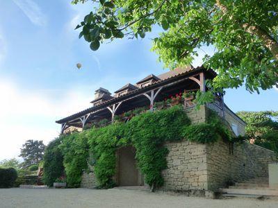 Propriété avec Chambres d'hôtes et gîte à vendre à Vezac près Sarlat en Dordogne