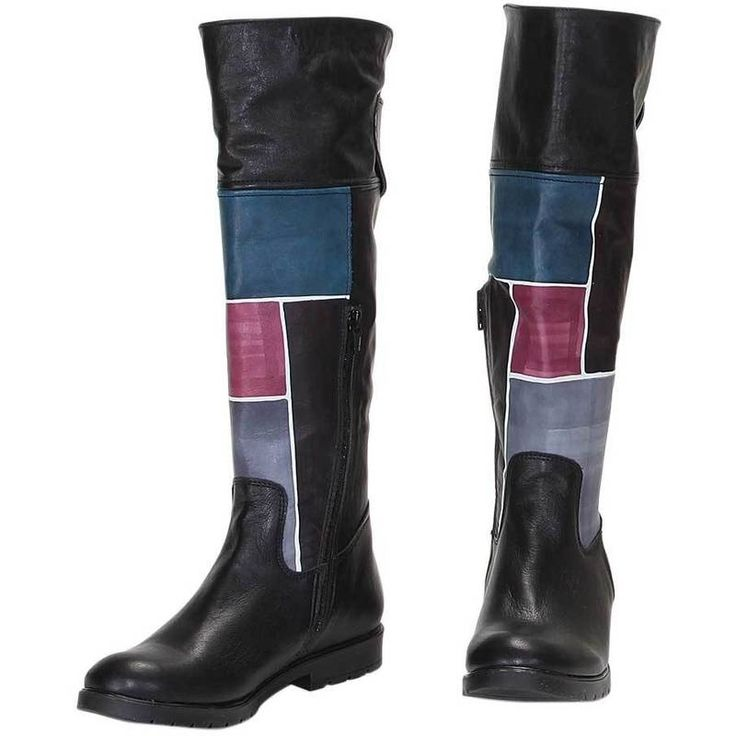 Natural leather boots. Leather inside, rubber outsole, side zip. Ideal for free time and casual clothes. Match them with your Acquerello handbag! Colors violet light blue black and blue and geometrical pattern.