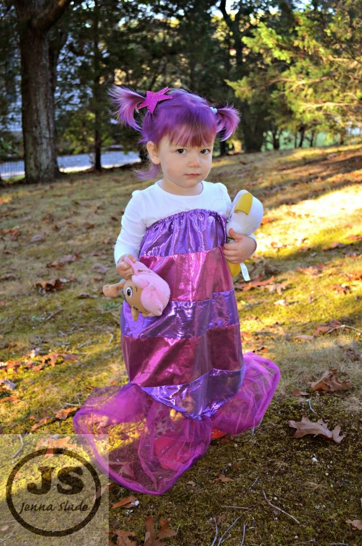 My homemade oona costume!  Her favorite show last year was Bubble guppies, figured the one piece would be easier than Molly or Deema's bik...