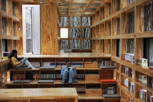 Moderní čínská knihovna souzní s přírodou. Je pokrytá větvičkami z okolních lesů | art.ihned.cz - Architektura