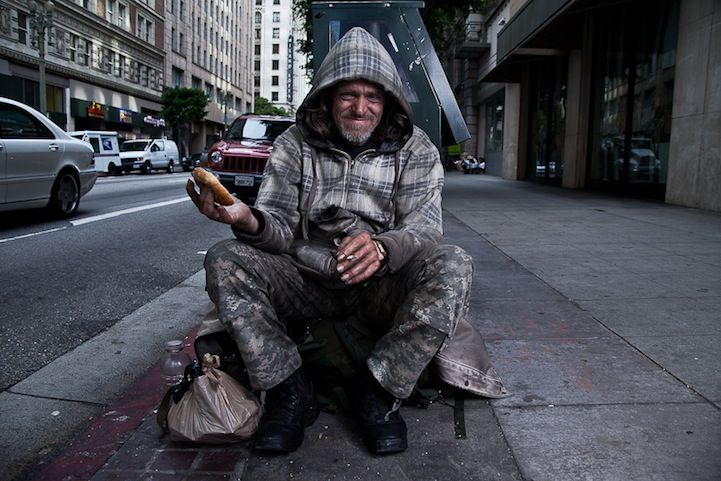 Photographer Trades A Bagel With The Homeless For A Story Weird Pictures Photo Homeless Person
