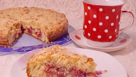 Простой пирог со свежей клюквой - пышный, красивый и вкусный, с хрустящей сладкой корочкой и нежной, кисловато-сладкой начинкой.