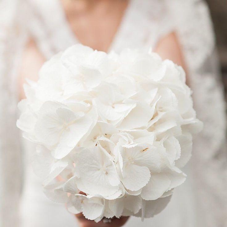 Simplicity #elopement #elopementphotography #wedding #bouquet #weddingphotographer