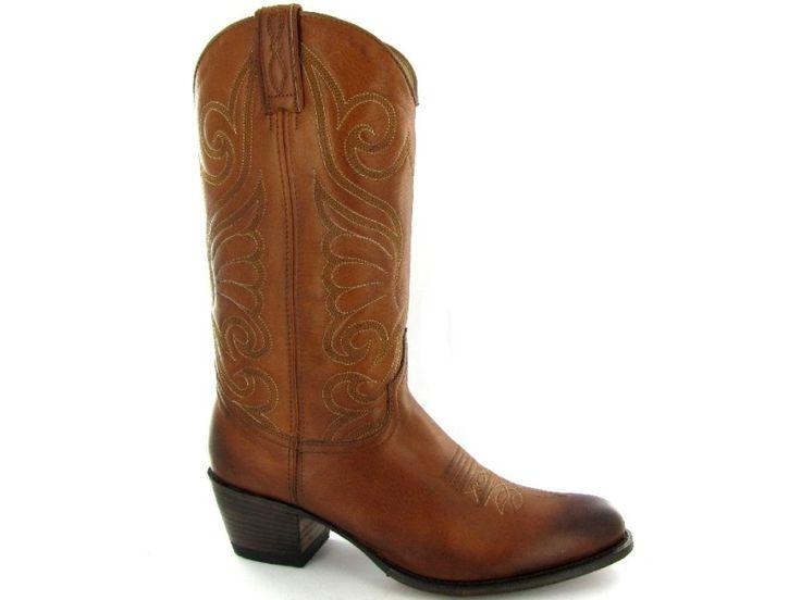 Cognackleurige Western laarzen van het merk Sendra, model 11627. €259,95 #sendra #western #westernlook #westernlaarzen #cowboylaarzen #trend
