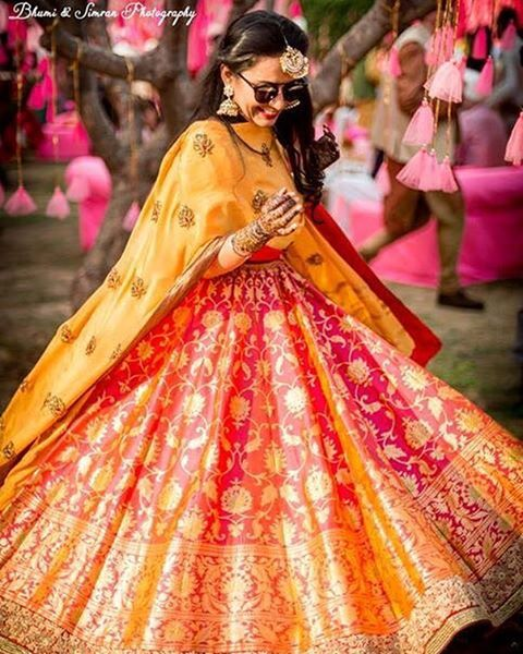 Oh man. How stunning is too stunning? ADORE the benarasi lehenga (like you didn't know that we were obsessed with benarasi anyway!) But that colour! And that full flare!! And styled with that perfect mehendi jewellery!! Love. love. love. ❤️Shot by the fab @bhumiandsimran