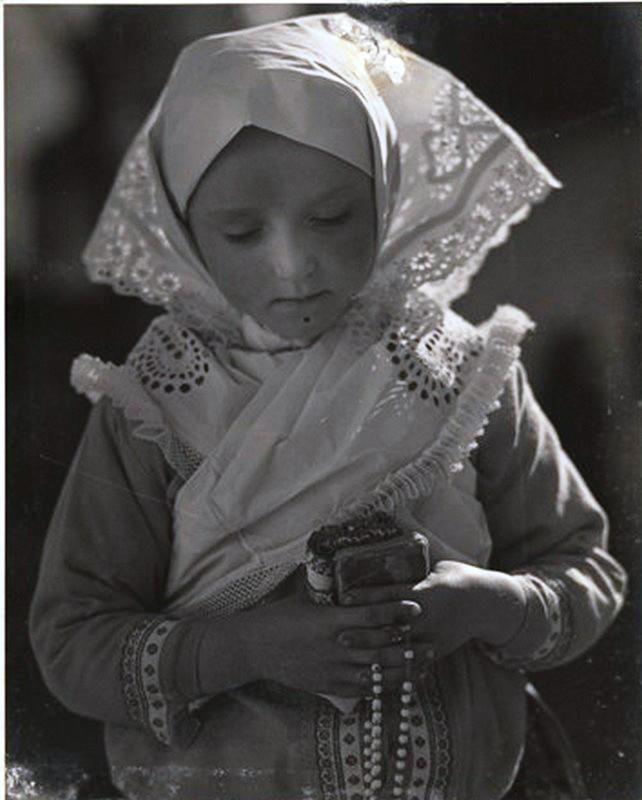 Kislány imakönyvvel - 1929 Boldog