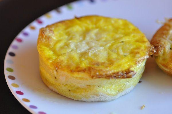 Une nouvelle version de croque quiche aujourd'hui. A la maison on ne se lasse pas de ces petits plats vite faits et vite mangés. Je les décline avec tous les fromages que je trouve au fond de mon réfrigérateur et j'ajoute à volonté quelques garnitures....