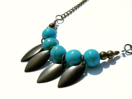 Collier Apache  http://www.alittlemarket.com/collier/fr_collier_apache_bronze_et_perles_turquoises_style_boho_-10130817.html