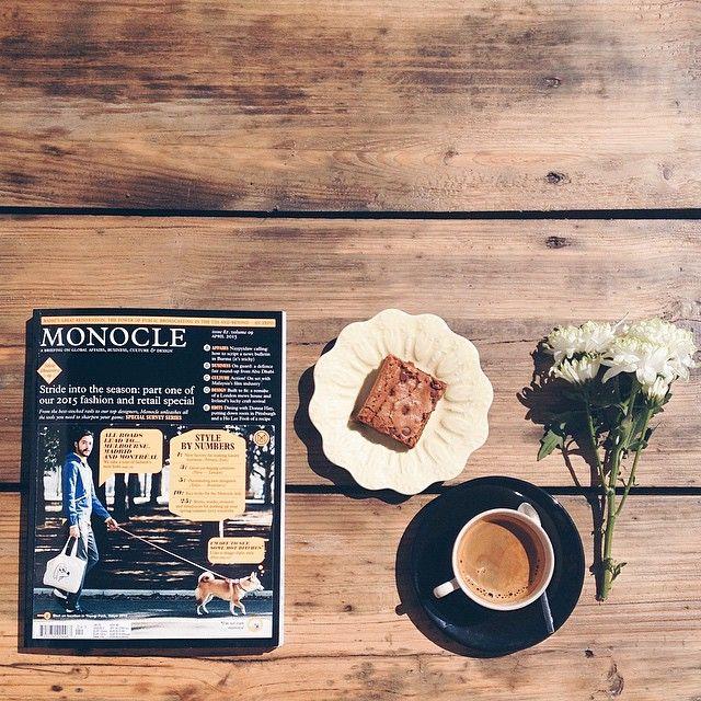 A #monocle de Abril já anda aqui pela #oficinacc! Excelente leitura para acompanhar um #brownie da #baronesa e um café!