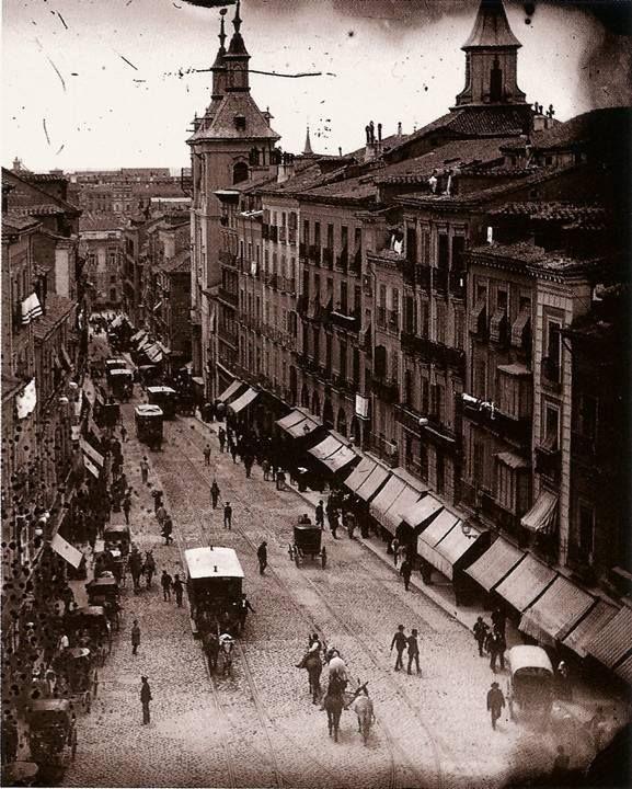 Calle Montera en 1895, época en la que era una de las calles comerciales más importantes de Madrid.