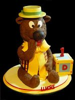 Welcome to CrumbsCakeArt.blogspot.com: Here's comes Humphrey the Bear