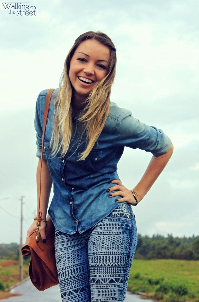Look total jeans estampa étnica
