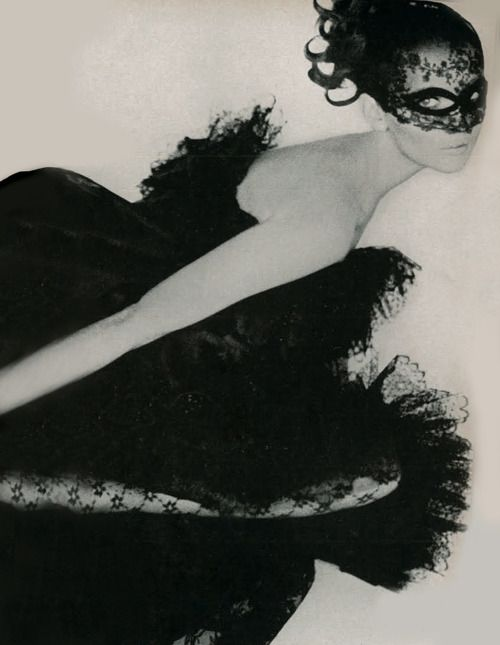 Photo by Gianni Penati for Vogue, 1967.Photos, Black Lace, Vintage Lace, Lace Masks, Fashion Vintage, Black Swan, Gianni Penati, Beautiful Masks, Vintage Vogue