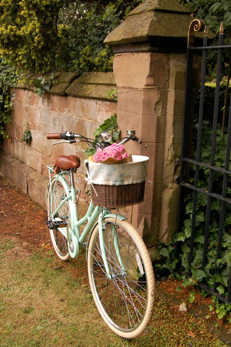 Laura Ashley Blog | MAKE and DO: VICTORIA'S BICYCLE BASKET LINERS | http://blog.lauraashley.com