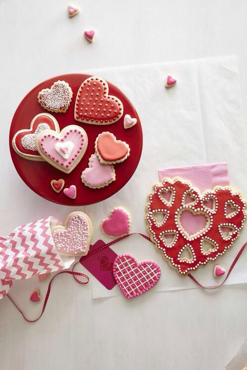 a-sprinkle-of-pretty: Cute on We Heart It. Valentine's Day cookies