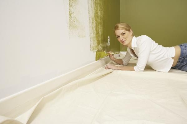 How to Paint Baseboard Trim With Carpet Installed