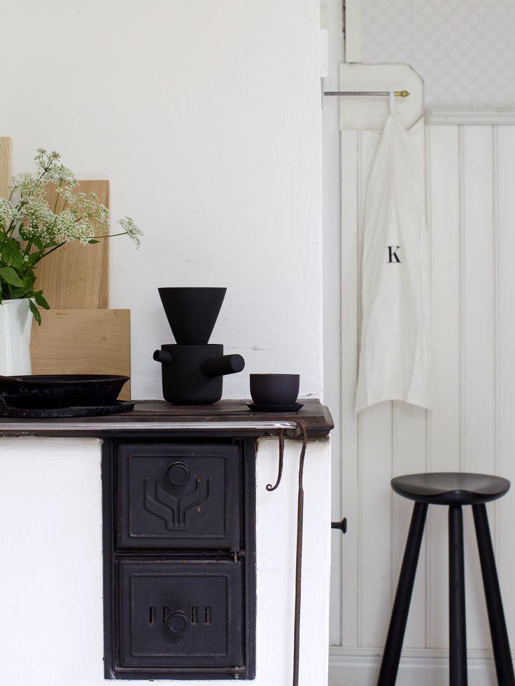 Ceramic coffe pot by Walters&Luhtasela, Linum Bowl by Nathalie Lahdenmäki and stool by Nikari