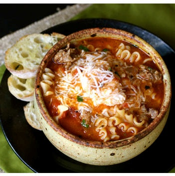Lasagne soup with toasty bread - recipe http://www.afarmgirlsdabbles.com/2011/03/24/lasagna-soup/