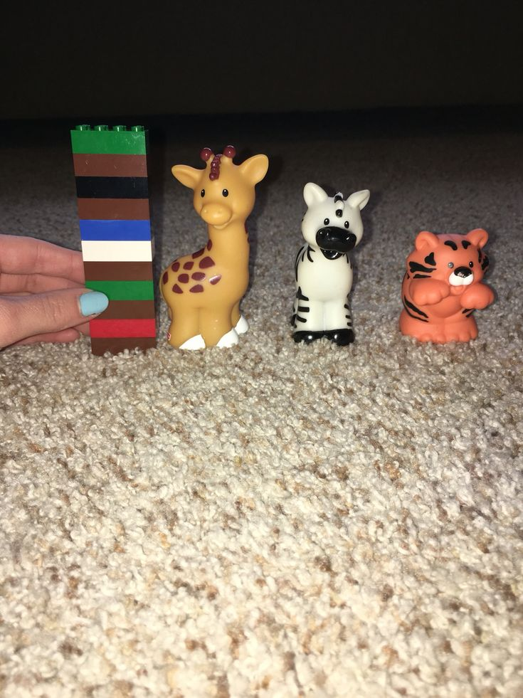 Preschool Math - Zoo theme! Measure animals by stacking leggos beside them
