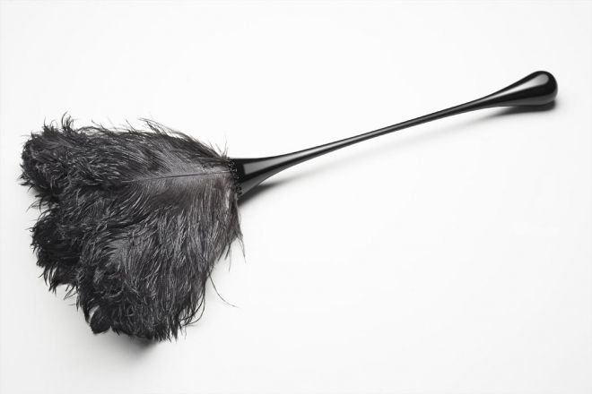 how to use a feather duster