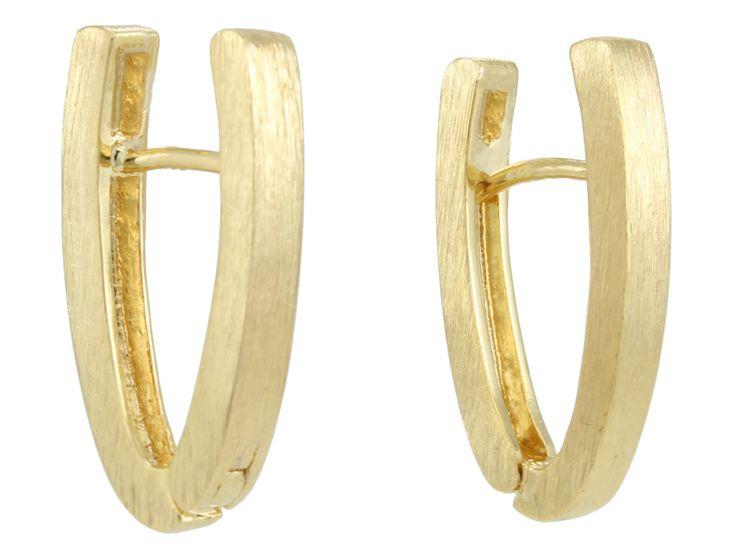 Existem argolas de todos os tipos! Essa, pra diferenciar, é uma oval, rajada! Folheada a ouro 18k.  #castelloreis @semijoias @moda #argolas