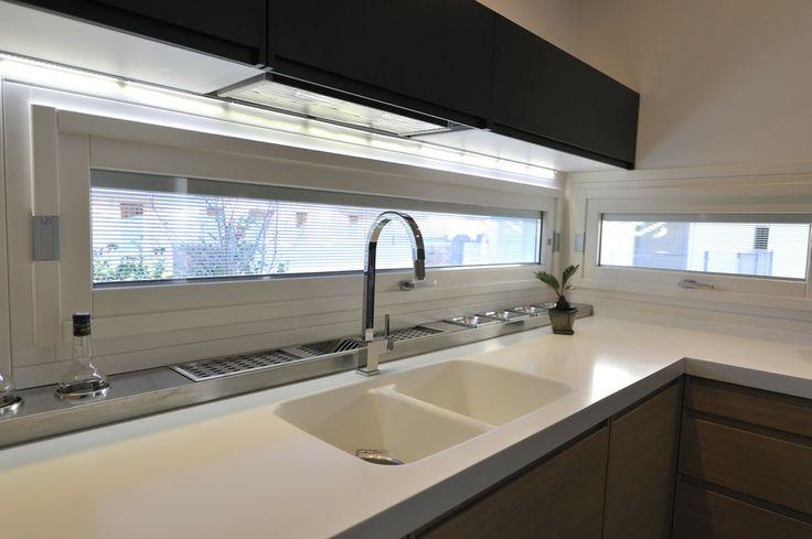 Finestre a bilico strette per cucina con pensili arredo - Cucine con finestra ...