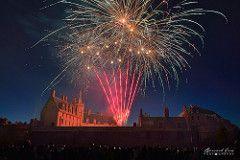 Le château comme un volcan coloré lors du feu d'artifice du 14 juillet, Nantes © Bernard Grua  #fireworks #Nantes https://bernardgrua.net/2017/07/19/anne-de-bretagne-et-francois-ii-embrasent-le-coeur-de-nantes-14-juillet-2017/