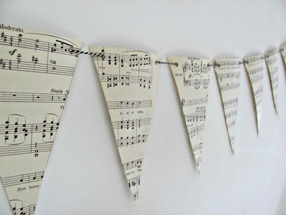 Sheet music bunting ~ Vintage songs paper garland ~ Upcycled Eco-friendly gift ~ Wedding decor ~ Tea party flags~ Music lover gift