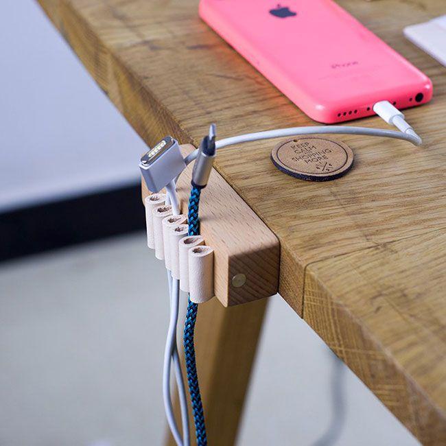 Деревянный настольный органайзер для кабелей