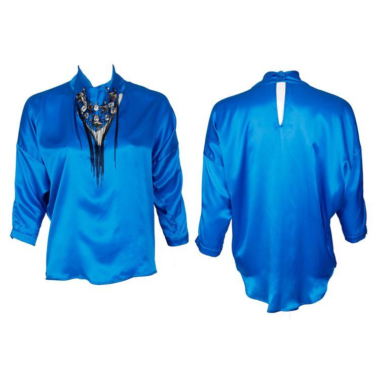 #whoswho #greenbird #marinamall #abudhabi #abudhabifashion #abudhabistyle #dubai #dubaifashion #dubaistyle #fashionista #womenswear #eveningwear #casualwear #fall2013 #winter2014 #blouse #silk #neckornament #collared #bluesilk #blue