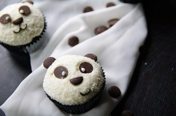 Pandas ! Jede Menge Pandas ! pflegeleicht, gut zum Verschenken und helfen einem schon mal aus einem Back-Tief heraus gepaart mit schlechtem Backkarma. Seit Wochen hatte ich keine Muse ein neues Rez…