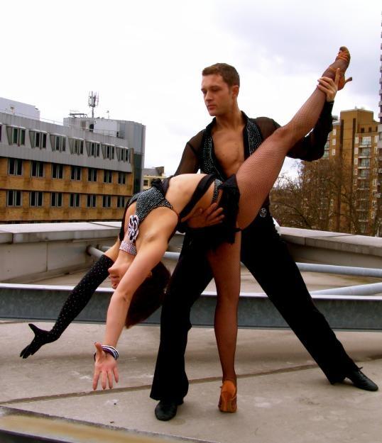salsa adımları nasıl ? bilmeyen kalmasın http://fabrikadans.com ilk dersi ücretsiz deneyin