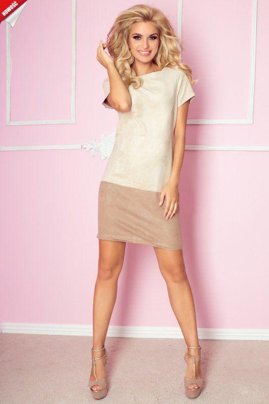 Elegancka sukienka wykonana z przyjemnego w dotyku materiału imitującego irchę.