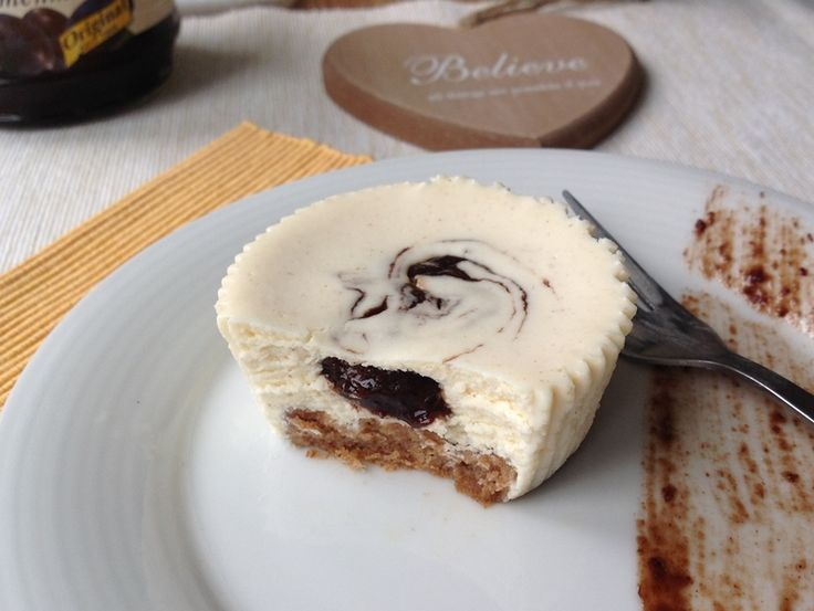 Recept na Tvarohový cheesecake s povidly a skořicí z kategorie : Na 12 ks tvarohových mini dortíků si připravte:  350 g tvarohu v kostce (ne vaničkový), 1...