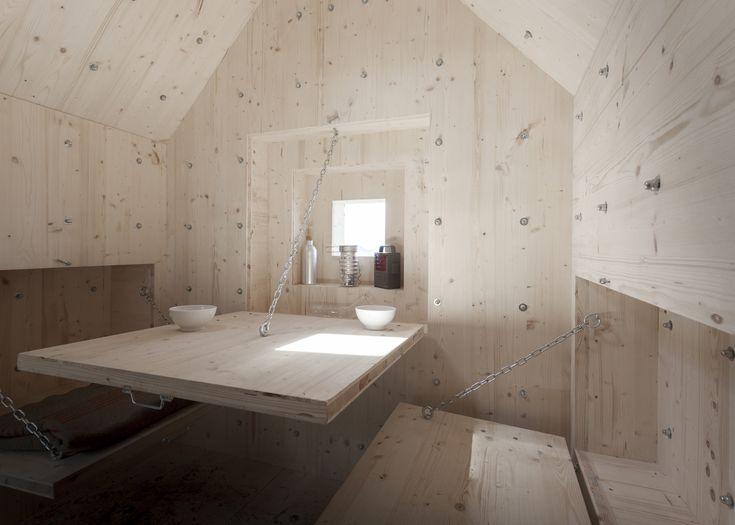 Getarnte Hütte in den Schweizer Alpen / Was Antoine nicht hatte - Architektur und Architekten - News / Meldungen / Nachrichten - BauNetz.de