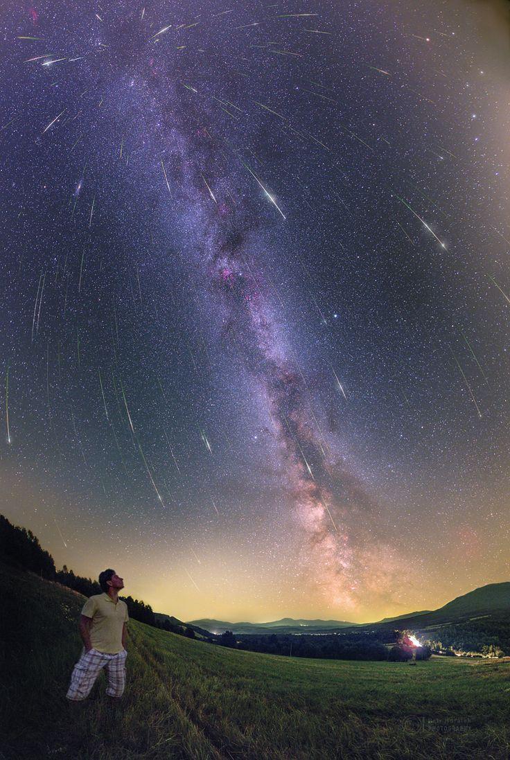 Pour admirer au mieux les étoiles filantes de l'essaim des Perséides, vous devez vous éloigner des sources de pollution lumineuse et attendre le coucher de la Lune en milieu de nuit.