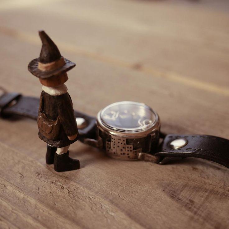 @gatawatchsmith さんの時計と似合ってるような気がして。    #mokko_kumakichi #木工くま吉 #woodcarving #木彫り #木彫 #handmade #ハンドメイド  #figure #doll #gatawatchsmith