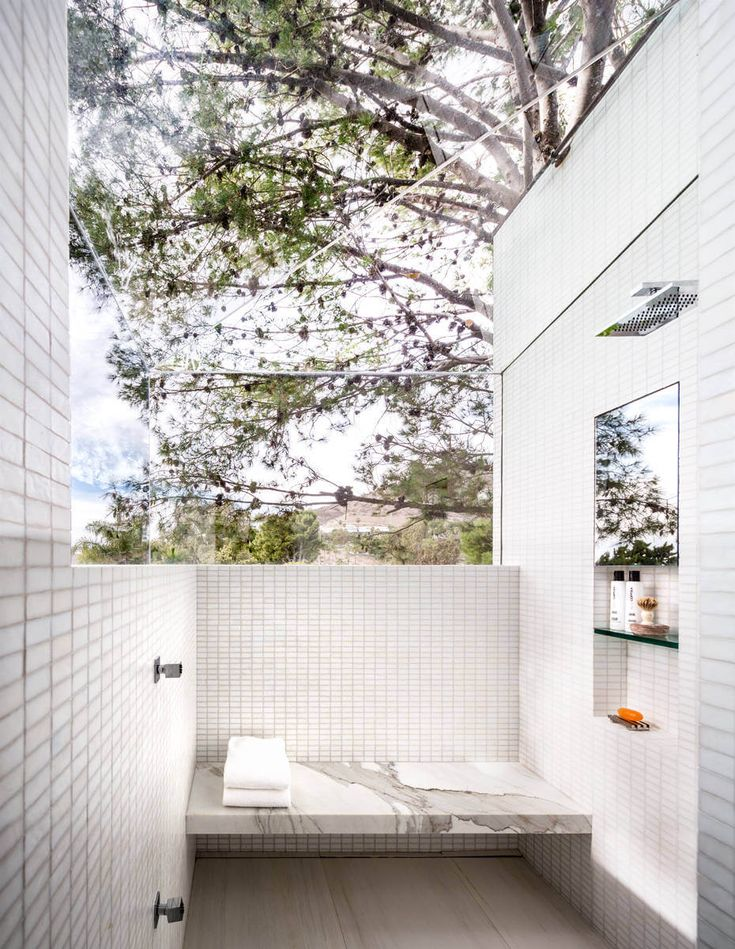 Ultimate outdoor shower space. want! #modern #outdoor #shower