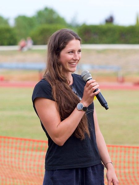 Eliza McCartney addressing the crowd at the 2017 Potts Classic at Hastings, New Zealand.